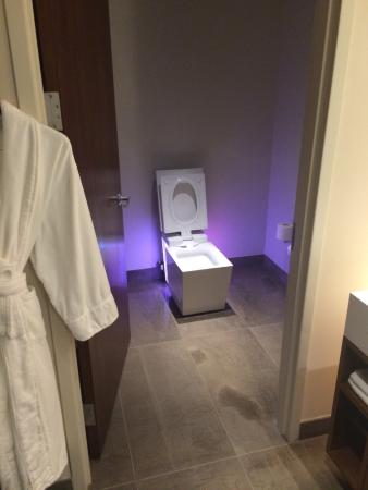 Andaz West Hollywood High Tech Toilette