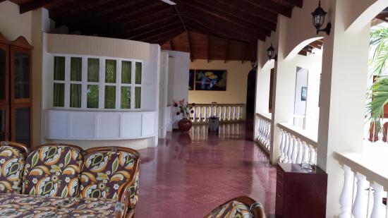 Hotel El Velero: Common balcony area upstairs