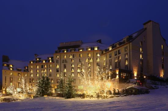 Fairmont Tremblant : Hotel exterior