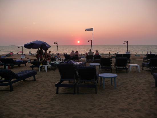 Santana Beach Resort: Evening view across the beach - a short walk from the hotel