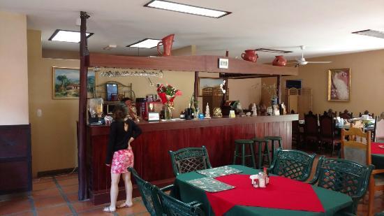 Hotel Belen Suites: Restaurant and front desk
