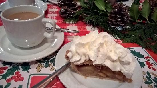 Harrison Mills, Kanada: Yummy apple pie with whipped cream!