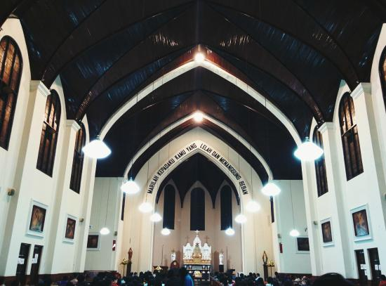 St Peter's Cathedral : Didalam katedral
