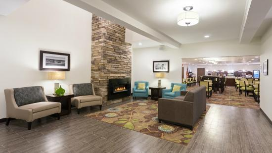 Holiday Inn Express & Suites Wyomissing: Lobby