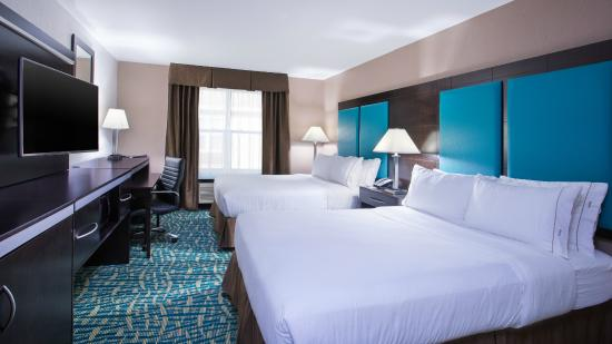 Holiday Inn Express & Suites Wyomissing : Standard room with two queen beds