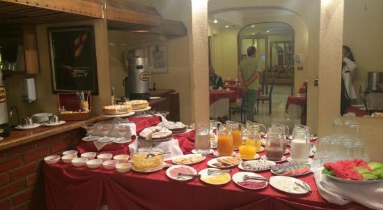 Hotel Maria Angola: Desayuno Buffet completo