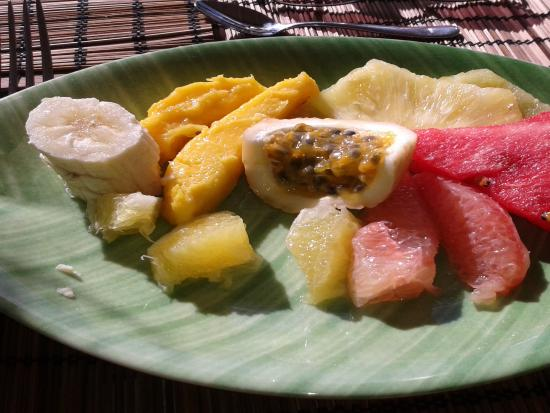 Friendship, Bequia: Breakfast fruit plate. Sumptuous!