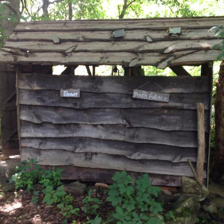 Barnardsville, Carolina del Norte: Outdoor Toilet & Shower