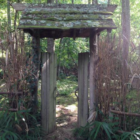 Barnardsville, Carolina del Nord: Entrance to one of the gardens