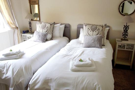 Mortimers Cross, UK: Private Room With Twin Beds