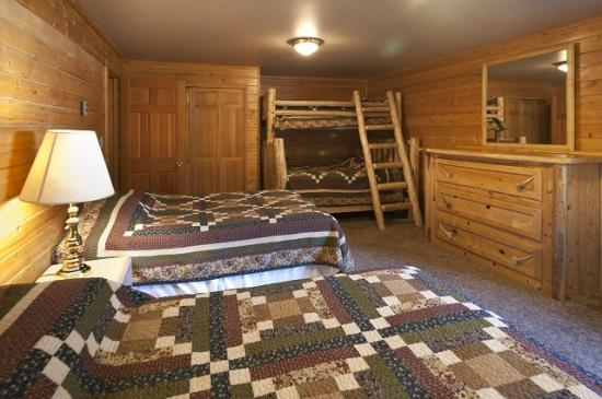 320 Guest Ranch: Bunk Room in 3 Bedroom Home