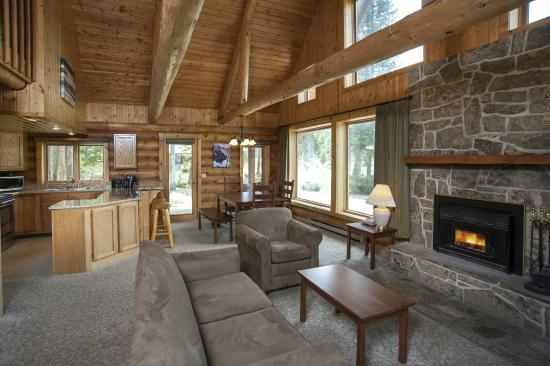 320 Guest Ranch: Chalet Living Room