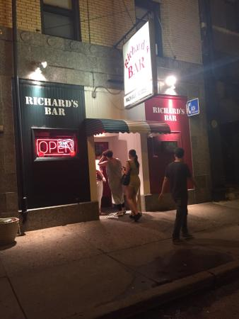 ‪Richard's Bar‬