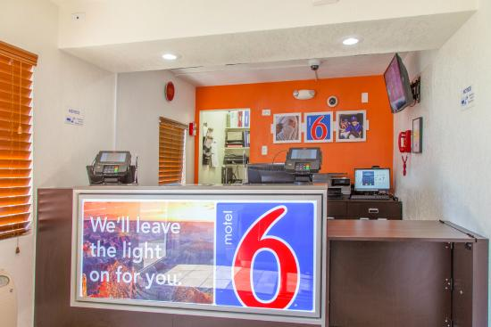 Motel 6 Phoenix Airport - 24th Street: Lobby