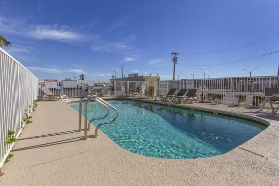 Motel 6 Phoenix Airport - 24th Street: Pool
