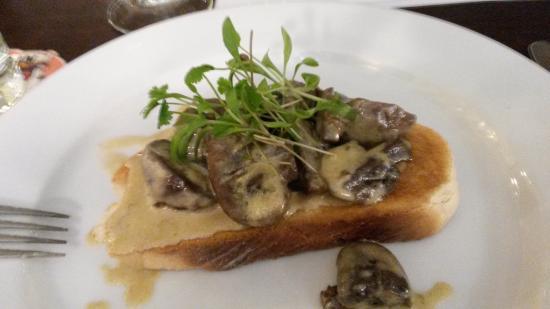 Calver, UK: Garlic mushrooms