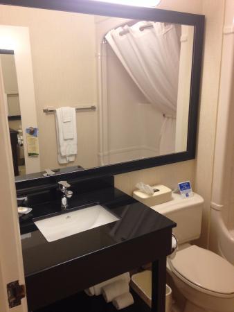 Comfort Inn Rimouski : Bathroom