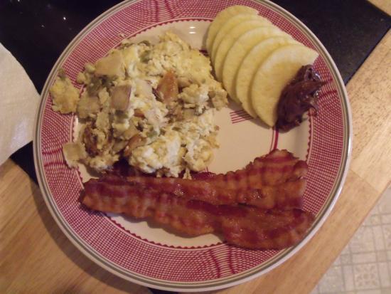 Watonga, OK: breakfast: migas, apples with nutella, rosemary bacon