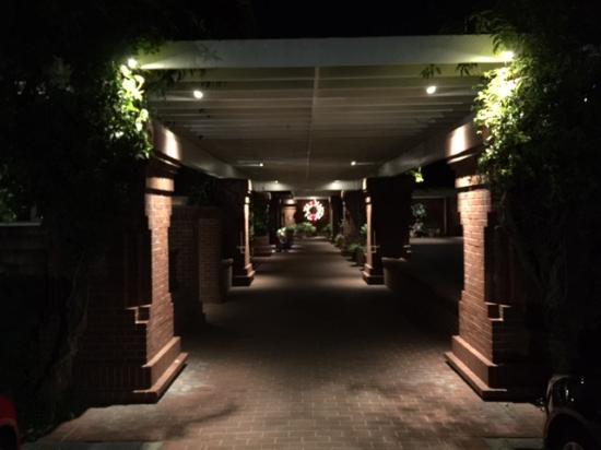 Menlo Park, Kalifornien: Walk way at night