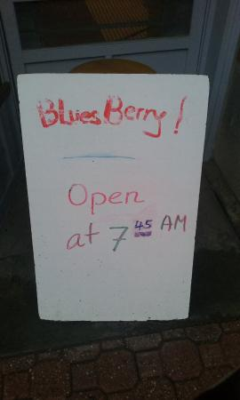 Bluesberry Bakery: 7:30 opening time advertised. Get there early and the time is change to 7:45,