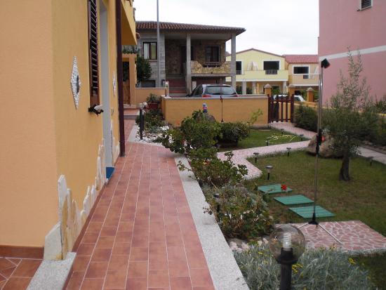 Viddalba, Италия: vialetto ben curato