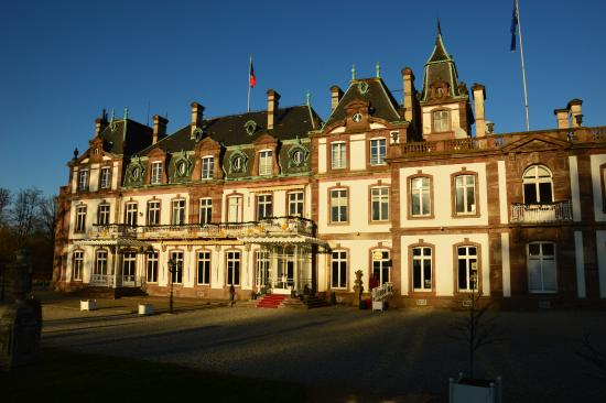Chateau picture of hotel chateau de pourtales for Chateau hotel paris