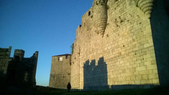 Castro Caldelas, Spain: Muro exterior