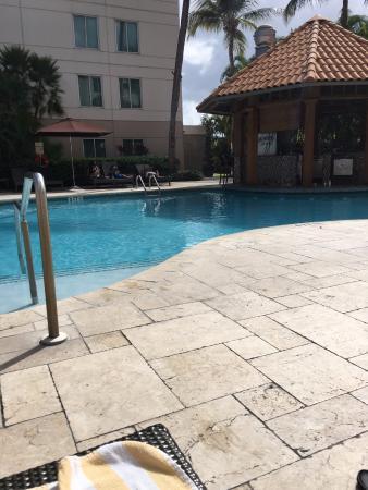 Hampton Inn & Suites San Juan: Pool/Bar