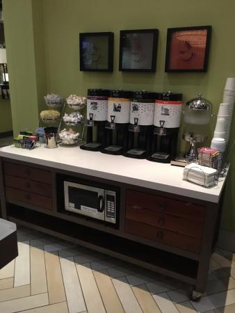 Hampton Inn & Suites San Juan: Coffee, water, tea