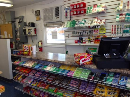 Centreville, MD: convinience store on site