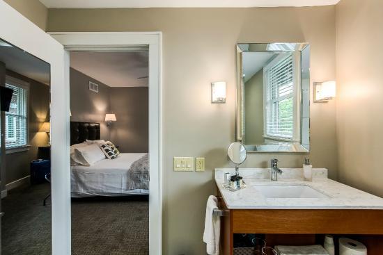 Bexley, OH: Chicago, en-suite bathroom