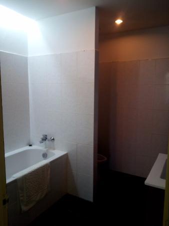 Day Inn Hotel: ванная