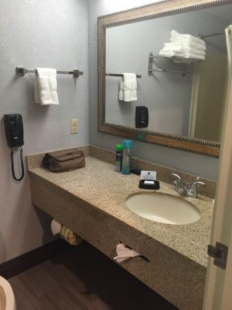 La Grande, OR: Bathroom Counter space