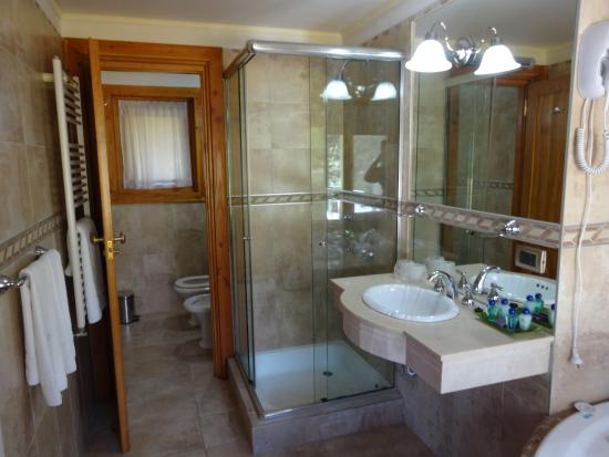 Bachas Para Baño Neuquen:Deck de la habitacion – Photo de Hosteria Patagon, Villa La Angostura