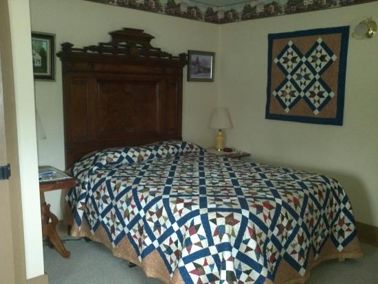 Mason House Inn and Caboose Cottage: Room 1