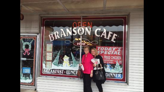 Branson Cafe: mom and I
