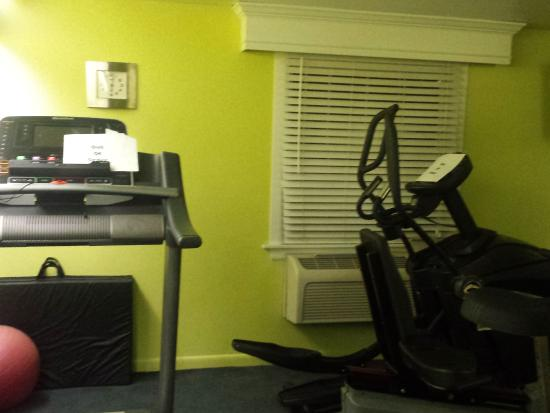 Inn at Reading: Exercise room with out of order equipment