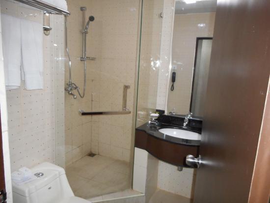 Pearl City Hotel: バスルーム