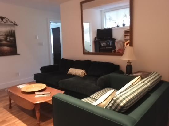 Eugenia, Canada: Living Room