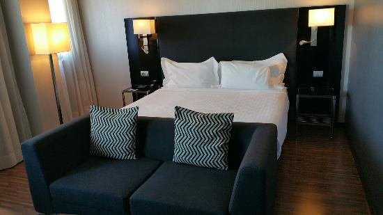 AC Hotel Milano by Marriott: 20151122_110823_large.jpg