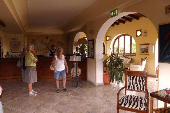 Hotel Tritone: Reception