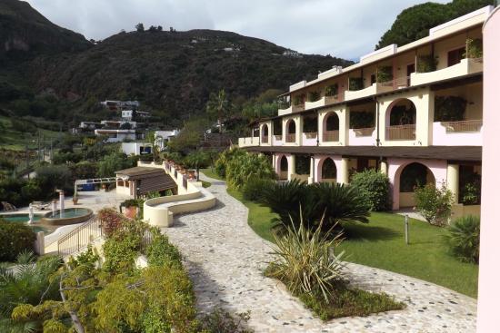 Hotel Tritone: Side of hotel