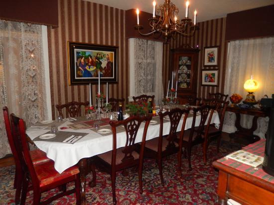 Rose Manor Bed and Breakfast: Breakfast Room