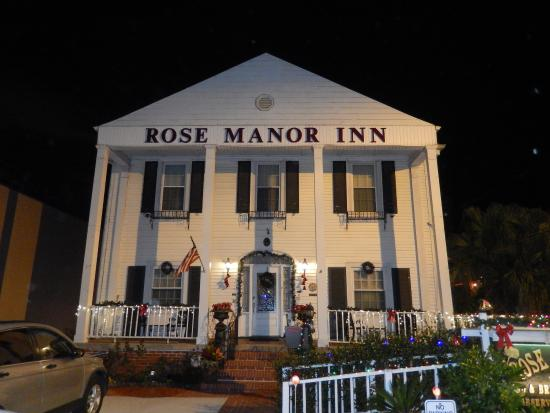 Rose Manor Bed and Breakfast: Front facade