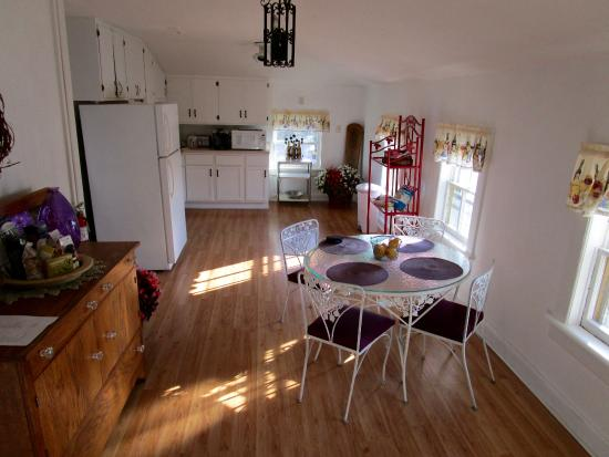 Milton, Ουισκόνσιν: Kitchen & Dining Room
