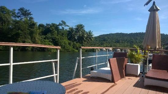 4 Rivers Floating Lodge: W6 patio