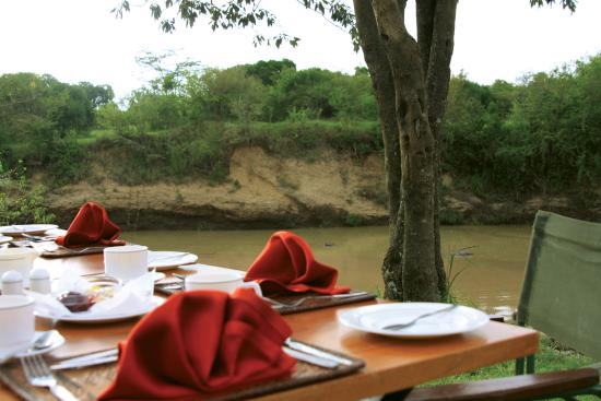 Mara Simba Lodge: Bush Breakfast overlooking the Talek River