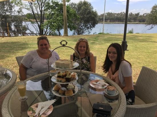 Peninsula Farm (Tranby): High Tea Maylands