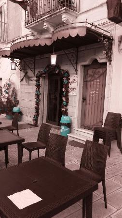 SHANGRI-LA' CAFE'
