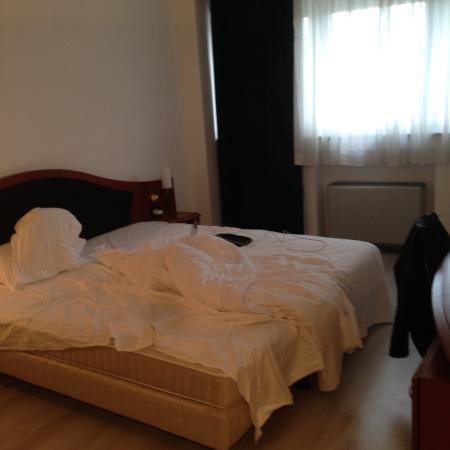 Donizetti Hotel : la camera ed il letto, scusate il disordine :)
